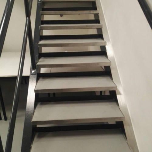 Aanpassingen bestaande trappen Janssens pharma cleanroom